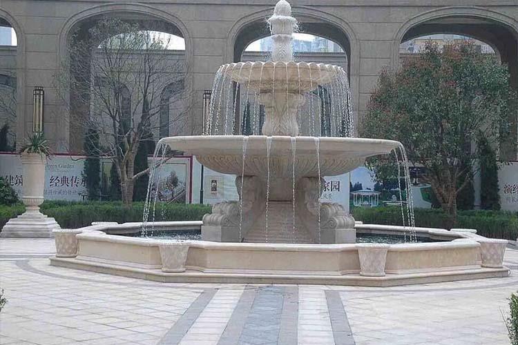 欧式千赢国际官网上的雕塑,不仅仅是美化了城市,更能够当成一座艺术品来欣赏