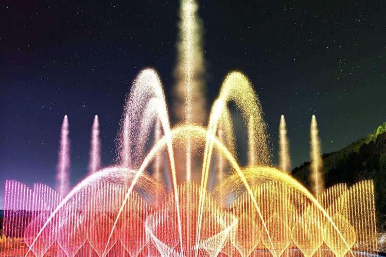 大型千赢国际娱乐网站千赢国际官网可以装点、衬托其它景观