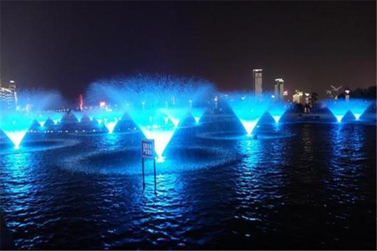 漂浮喷泉养护并不是简单的日常看护和播放喷泉,要增强喷泉养护意识